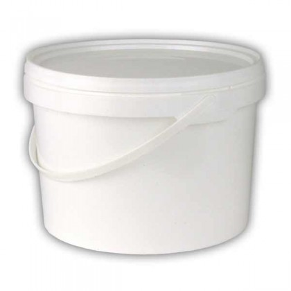 White bucket 2.5 litre with lid from dowricks.com